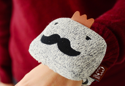 A mustache for your wrist