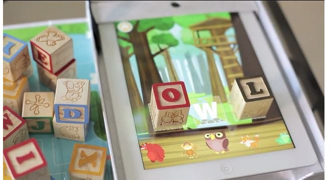 Wonderblox brings together old school wooden blocks with that newfangled iPad thing.