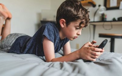 Summer screen time making you nuts? Here's how to manage it, parents.