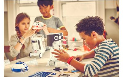 The littleBits kit that lets kids build their own R2-D2 droid. Happy Force Friday!