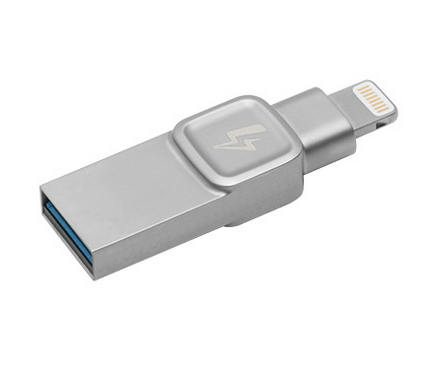 Cool practical tech gifts: Kingston Bolt Duo flash drive - sponsor | Holiday Tech Guide 2017