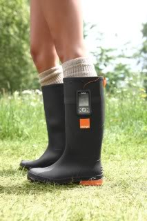 Piquing our geek – Wellies that charge your cell phone