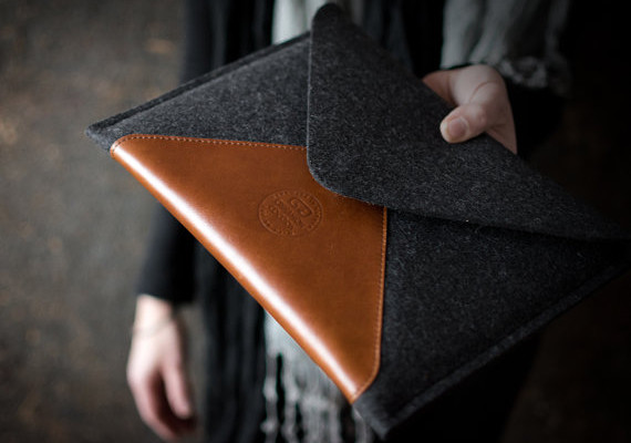 Leather and wool gadget case by Cinnamon Cocoon | Cool Mom Tech
