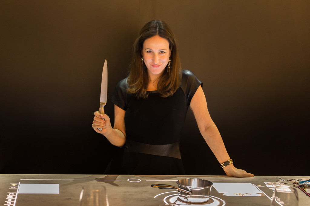 Whirlpool at CES - Liz with Knife | Cool Mom Tech