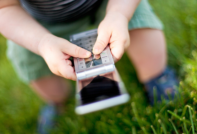 What's the best emergency cell phone for kids? Reader Q&A