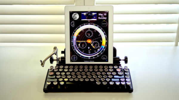 Querkywriter Vintage Typewriter Keyboard for Tablets | Cool Mom Tech