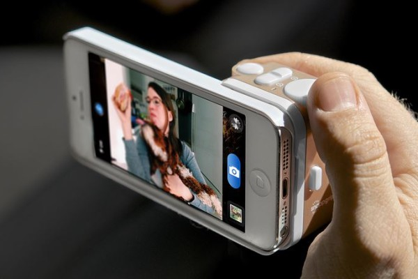 Snappgripp photo accessory for iPhones | Cool Mom Tech
