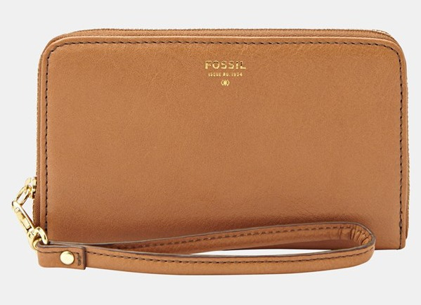 Fossil Sydney zip phone wallet in camel | Cool Mom Tech