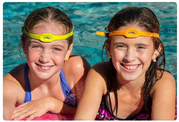 iSwimband wearable drowning detection system - a poolside must-have | Cool Mom Tech