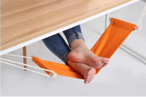 Fuut under-desk foot hammock on Cool Mom Tech