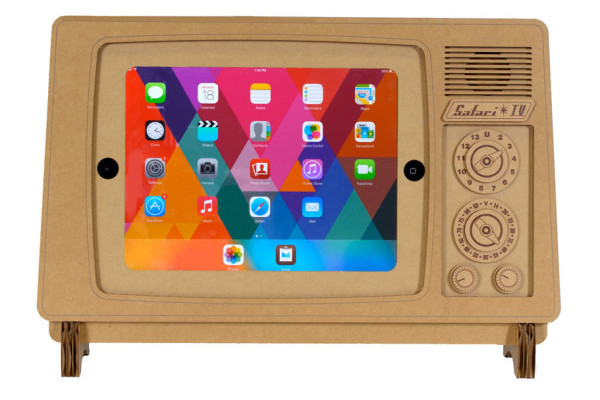 Retro Cardboard TV stand for iPad on CoolMomTech.com