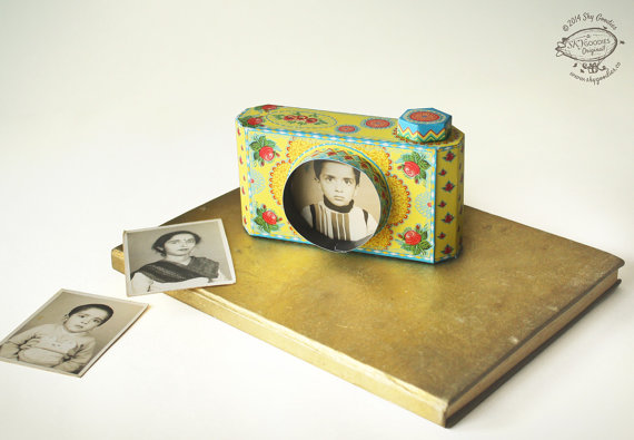 Printable paper frame shaped like a vintage camera. So cool!