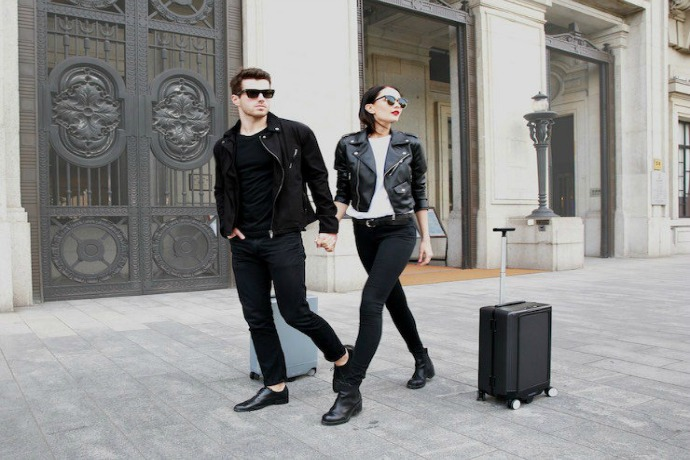 COWAROBOT: A robotic suitcase that lets you go hands-free. The future is here.