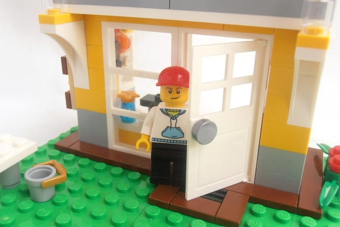 Rebrickable helps breathe new life into your kids' old LEGO sets.