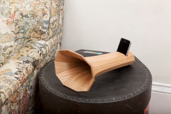 Decaphone: A gramophone for your iPhone. Hey, that rhymes.