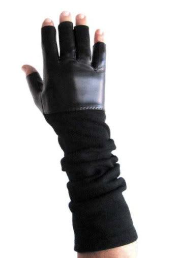 Fingerless gloves for 24/7 smartphone access