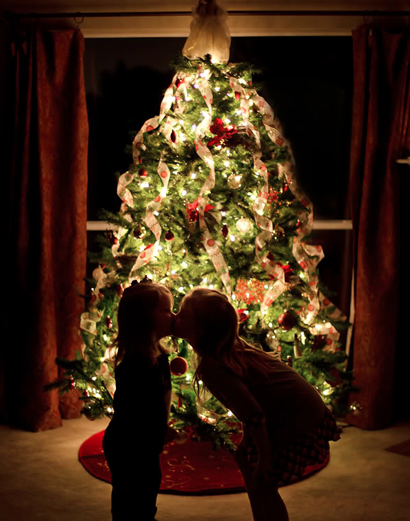 How to take better holiday photos: How to shoot a Christmas tree by Christina Conklin