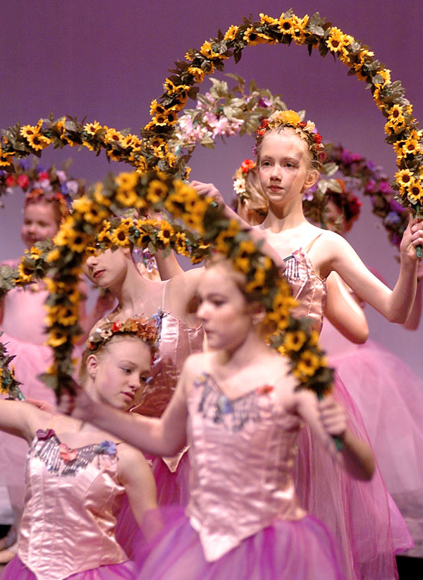 How to take better holiday photos: Shooting dance recital and performance photos via Phototuts+