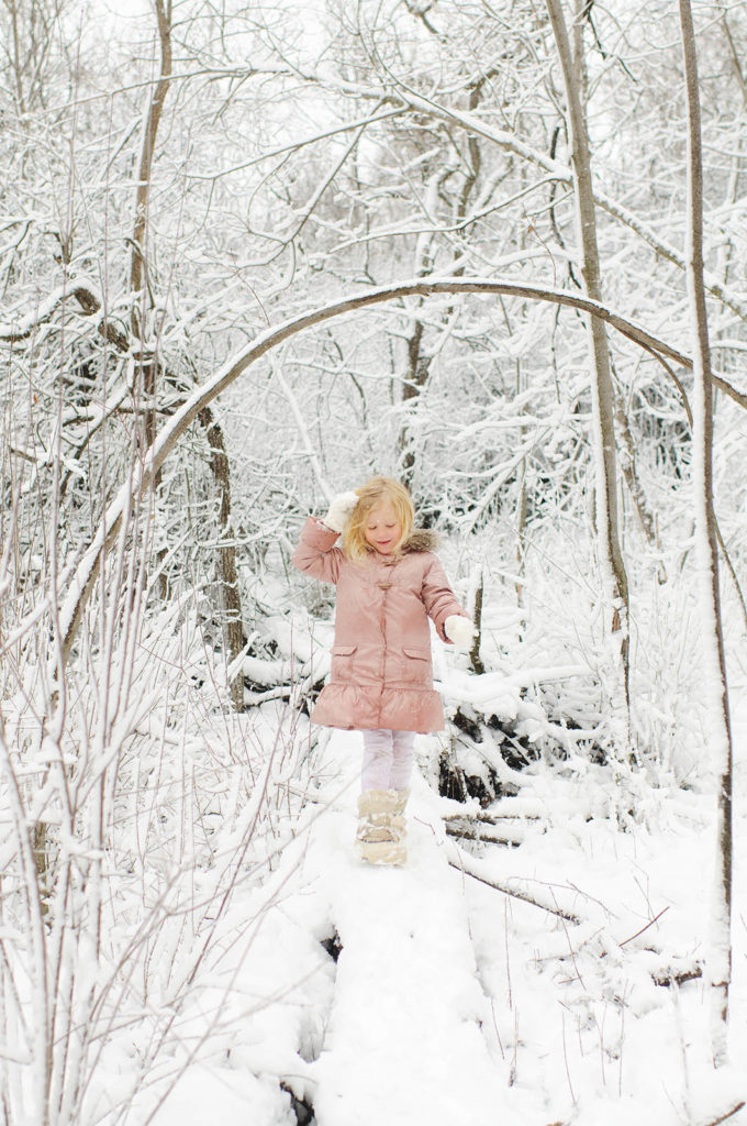 How to take better holiday photos: How to shoot in the snow by Amy Lockhart for Clickin' Moms