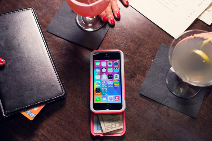 OtterBox Commuter Wallet – Protecting your phone and your cash