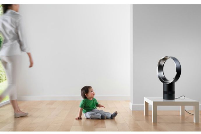 A bladeless Dyson fan that makes a room cooler in more ways than one