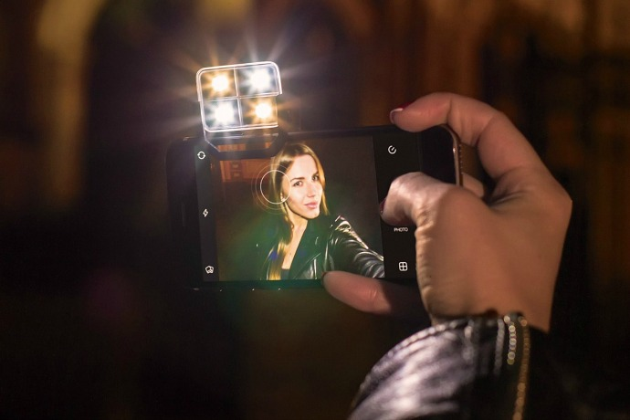 The coolest selfie cases and flashes to make you look even more gorgeous, dahling