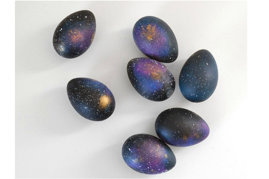 These DIY galaxy Easter eggs are out of this world.