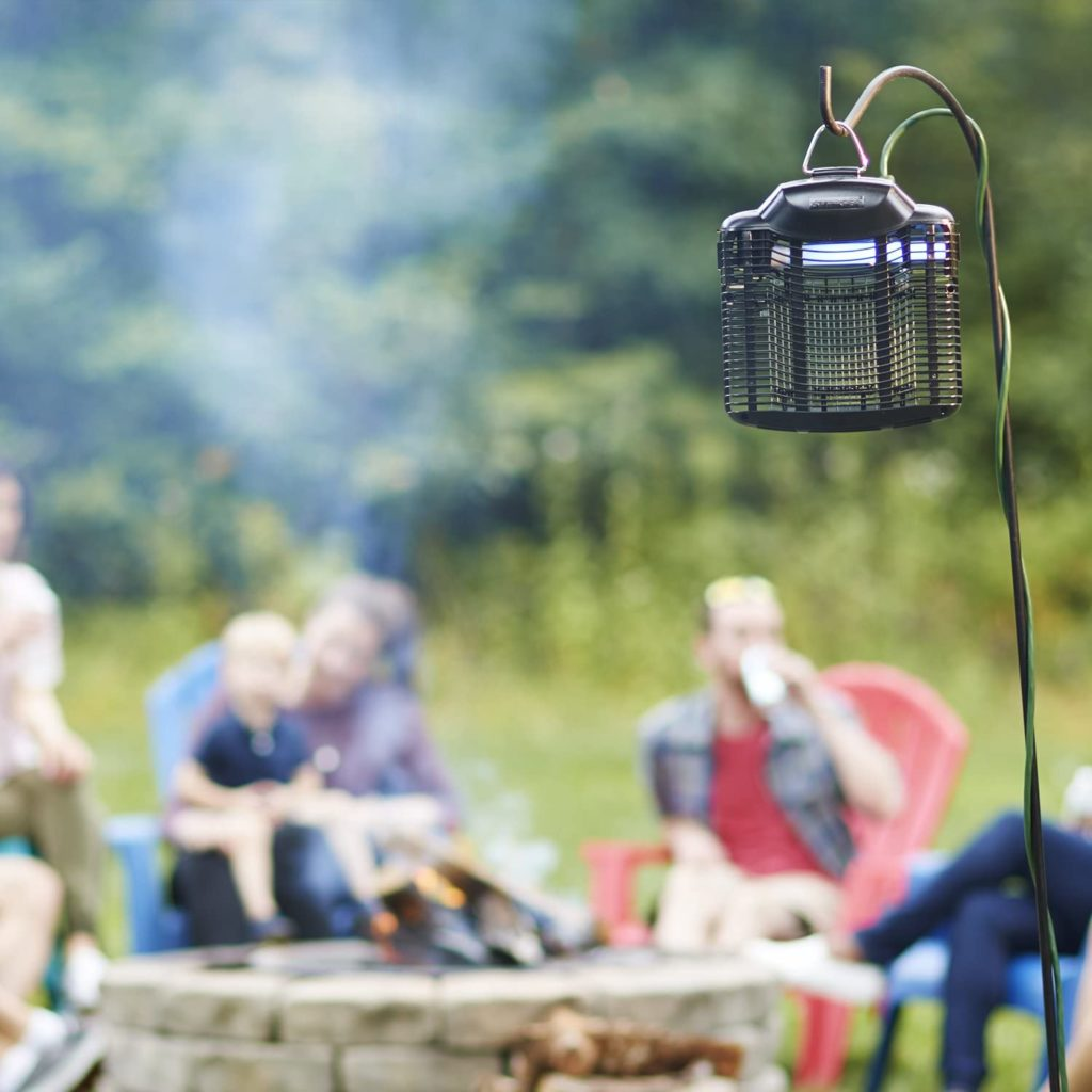 Stinger flat panel insect zapper helps zap bugs in a half-acre radius