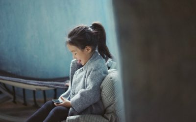 Parents, your screen time could be affecting your kid's behavior.