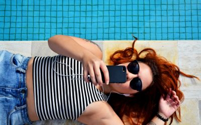 Did you know your screen time could be causing skin damage? Ack!