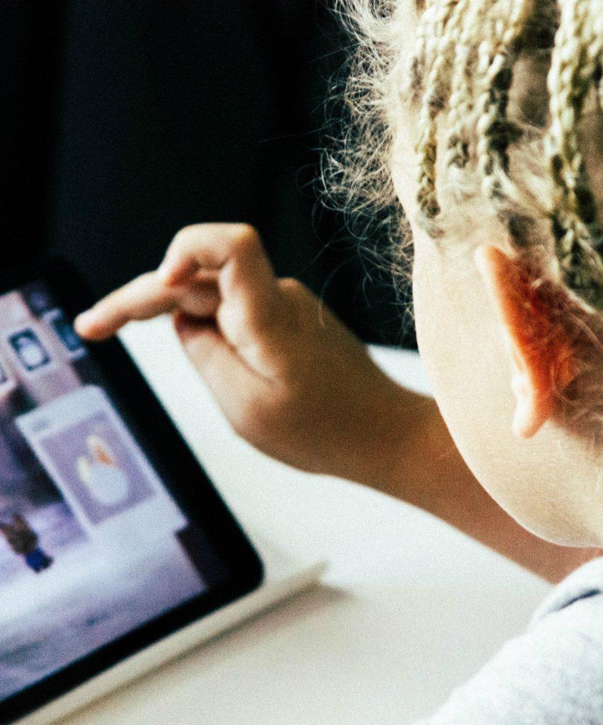 3 ways parents can raise smart, savvy digital citizens | Cool Mom Tech