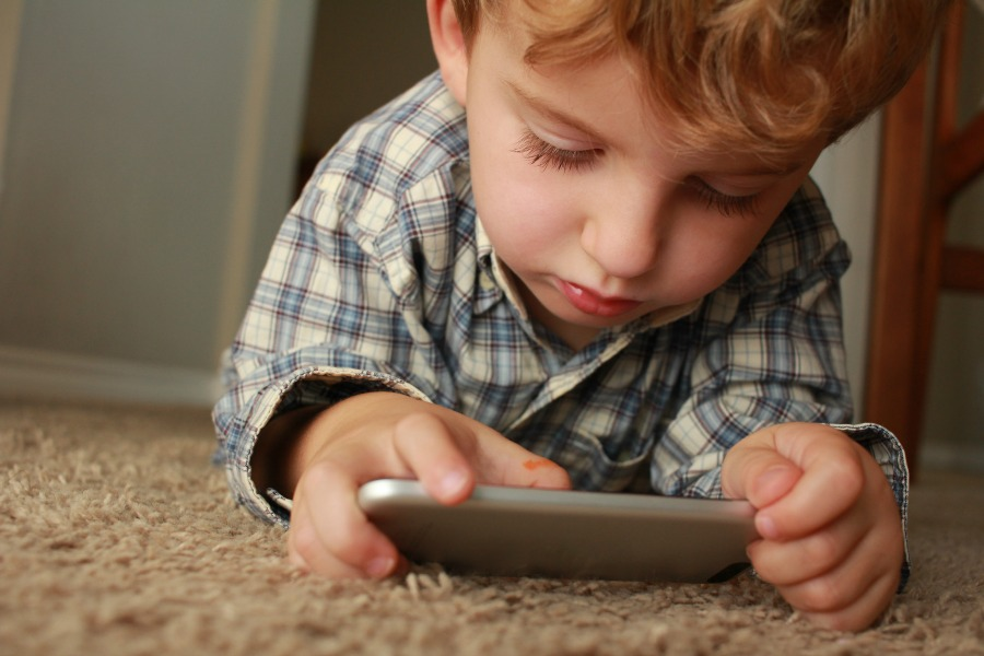 Screen time and social media with kids: We might be doing it wrong, parents