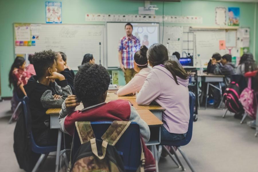 Don't be that parent! 8 smart parent-teacher communication etiquette tips for the digital age