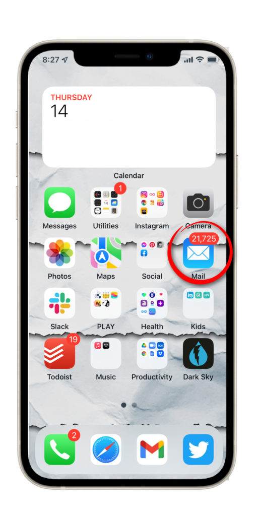 A simple trick for hiding those annoying email count badges on iPhone | Cool Mom Tech