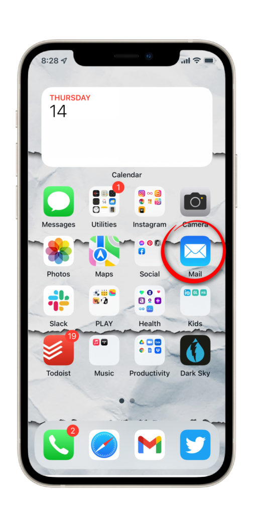 A simple trick for hiding those annoying email count badges on iPhone (hint: it's not that we erased all the emails) | Cool Mom Tech
